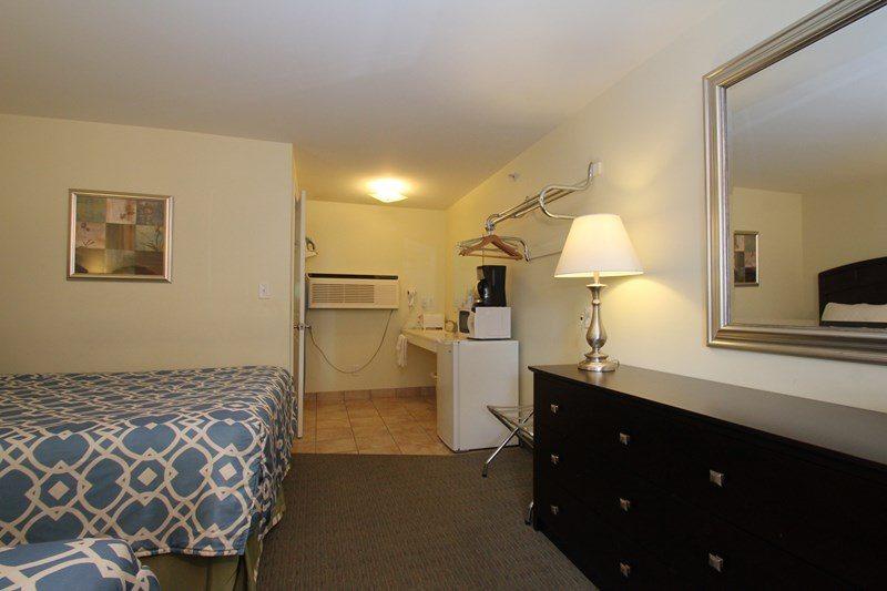 Wells Ogunquit Maine Queen Bed Guest Rooms